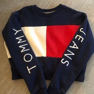 Tommy Jean ls cropped sweatshirt trendy size M
